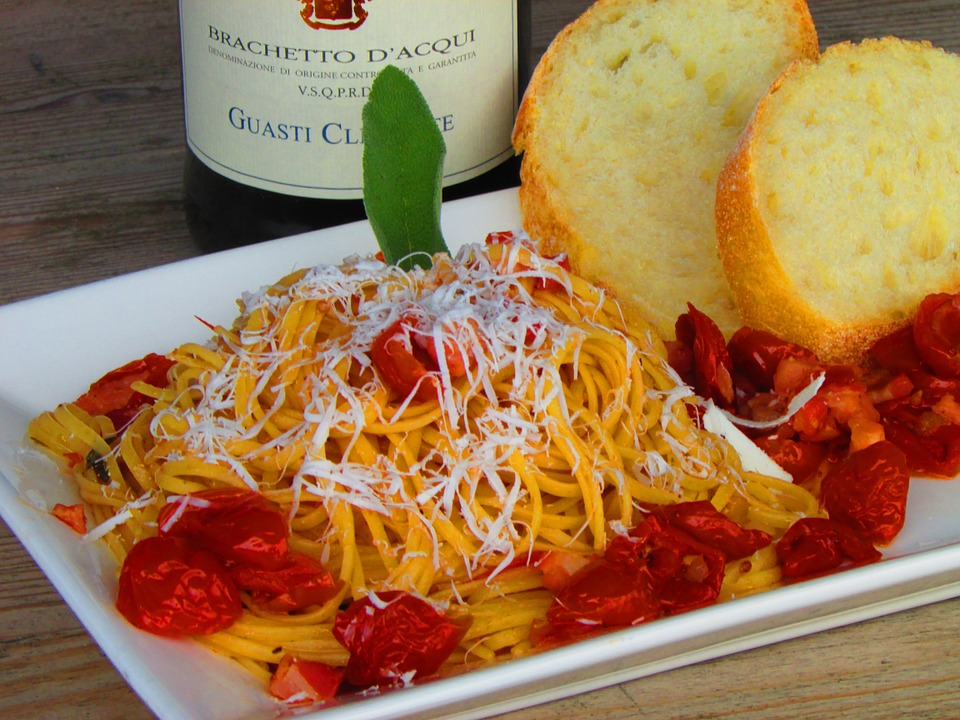 Italian food tomatoes dinner free photo on pixabay for Pasta tipica italiana