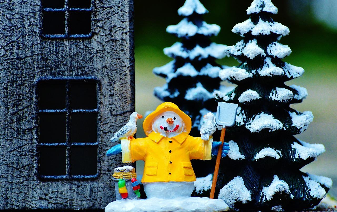 Снеговик с домиком картинки