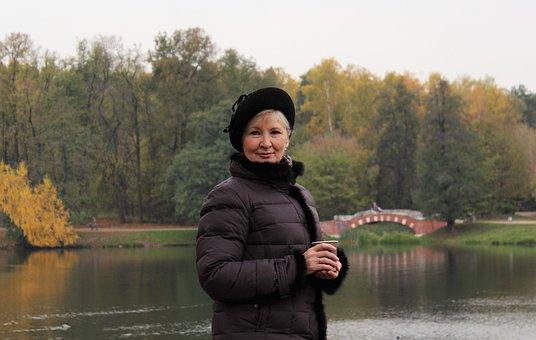 女性, ベレー帽, ブリッジ, 池, 秋, コーヒー, 自然, ジャケット