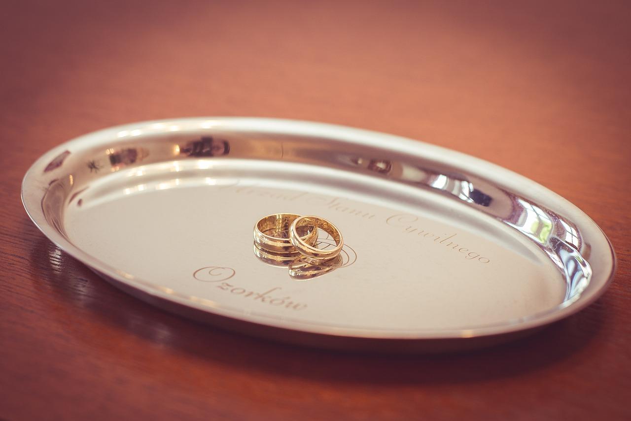 Гадание с помощью обручального кольца