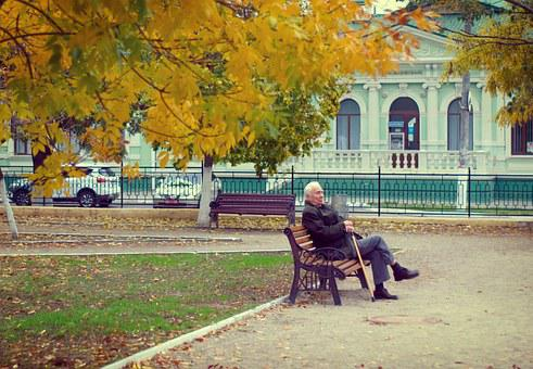 年金受給者, 歳の男性, 秋, ベンチ