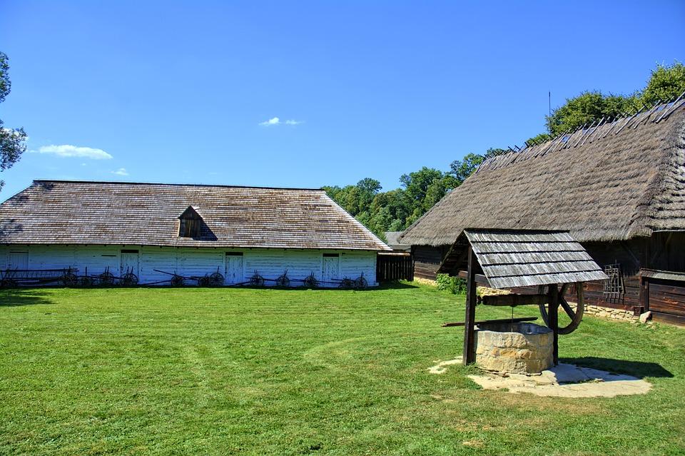 Sanok, Skansen, Chata Wiejska, Drewniane Bale, Dach