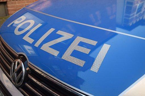 Polizei Aufschrift auf einem Auto