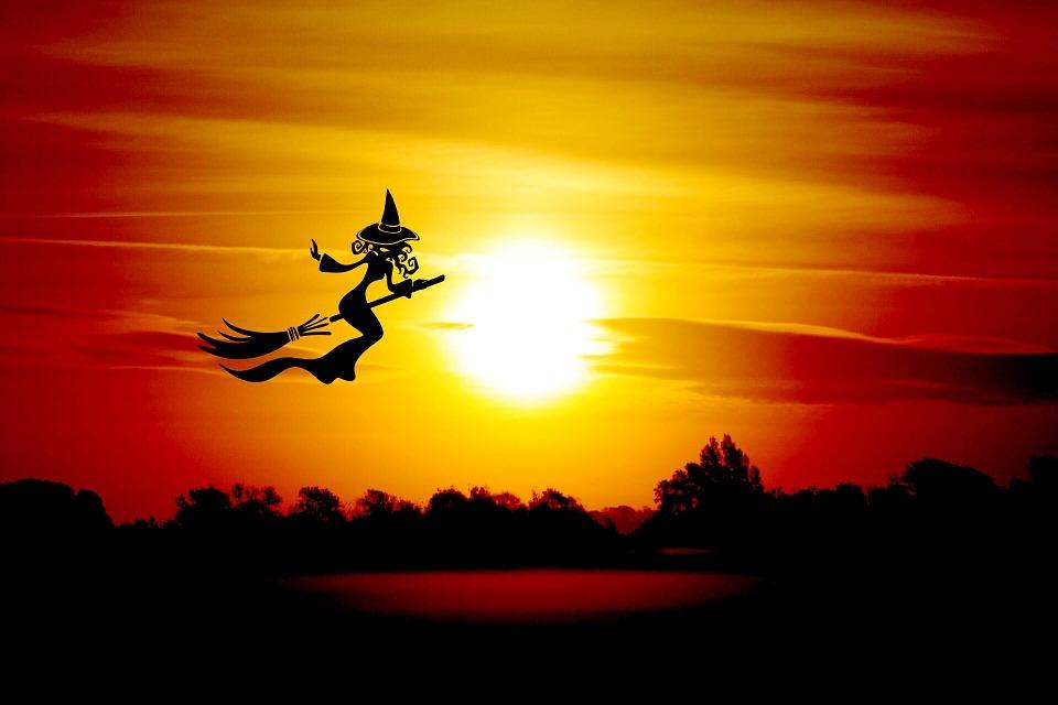 Halloween Hexe Besen Kostenloses Bild Auf Pixabay