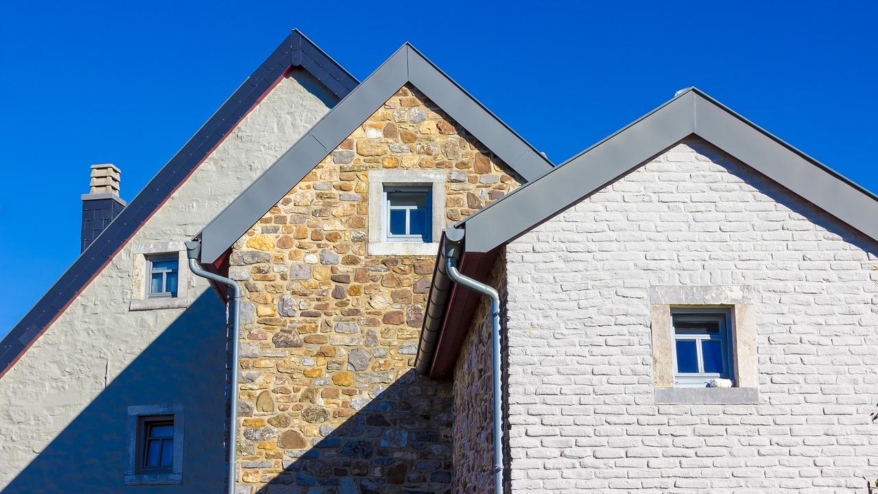 крашеные кирпичные дома