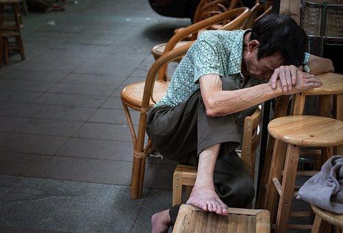 通りの写真撮影, 彼の家を失う, 生活, 歳の男性, 残り, 睡眠, 中国