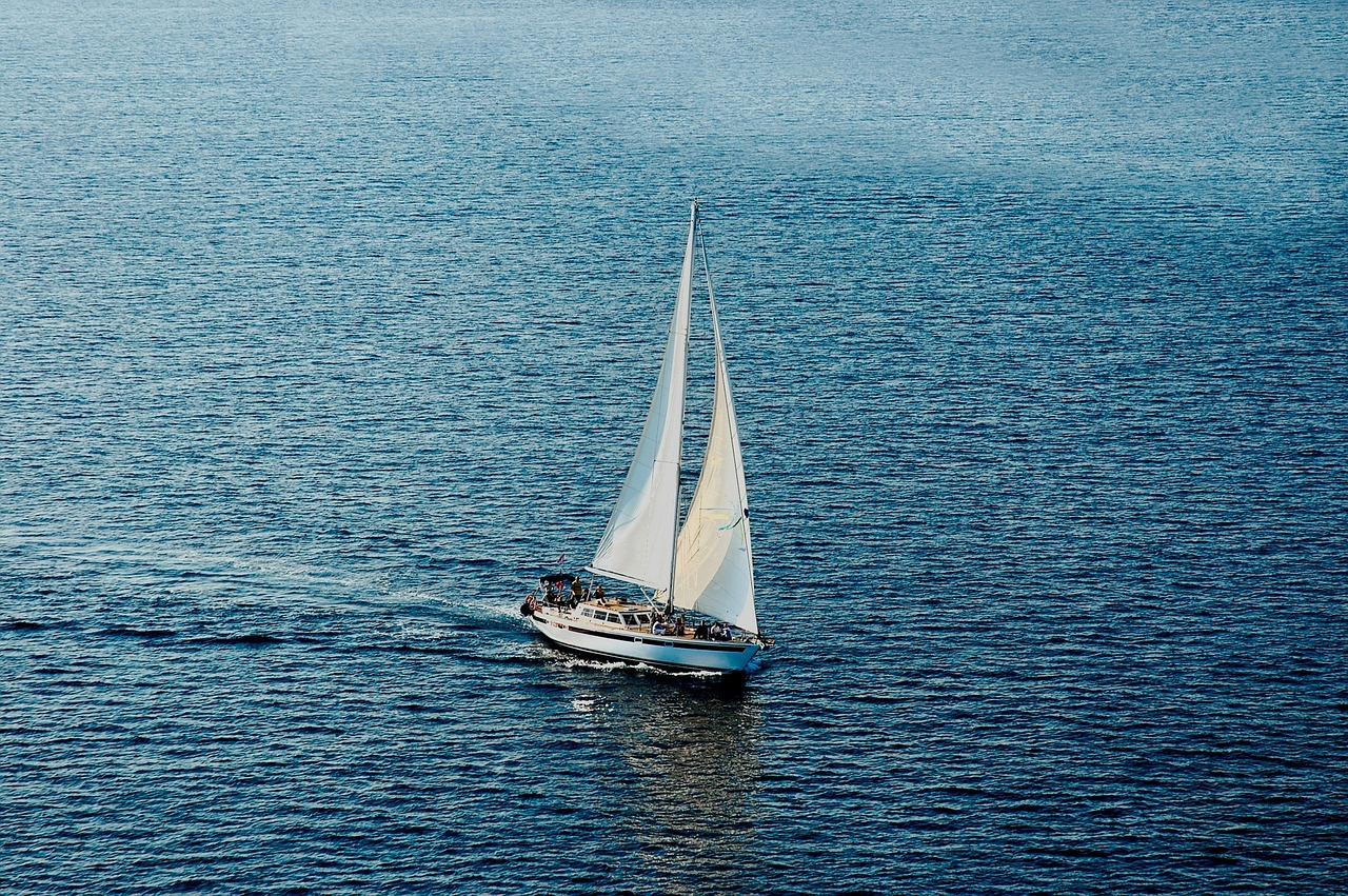 вячеслава именной парусник плывущий по морю фото сумерках приняла маленького