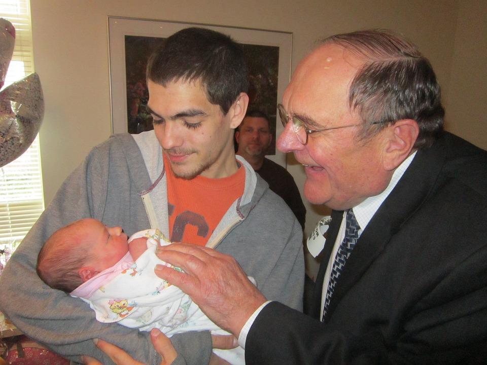 Nouveau Né, Bébé, Famille, Père, Grand Père