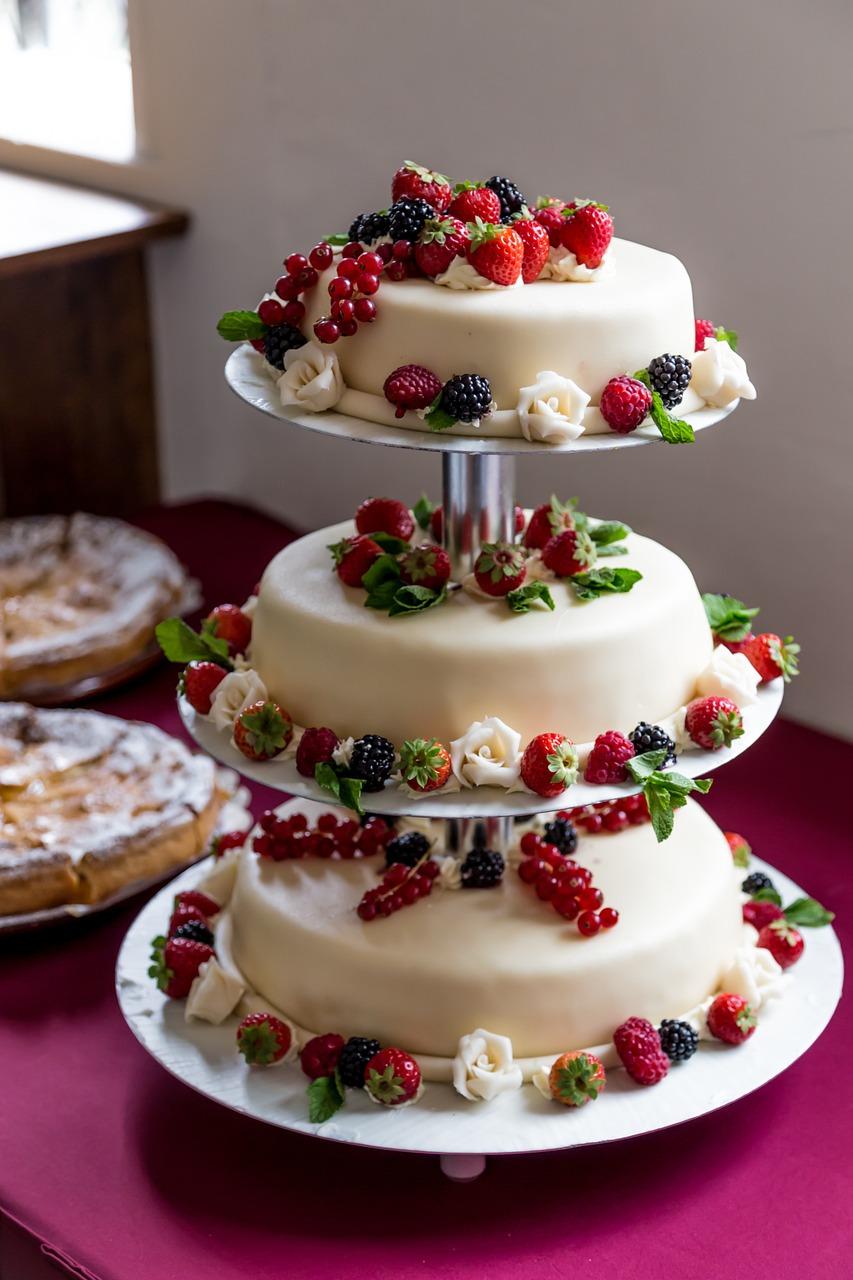 wedding-cake-1027900_1280.jpg