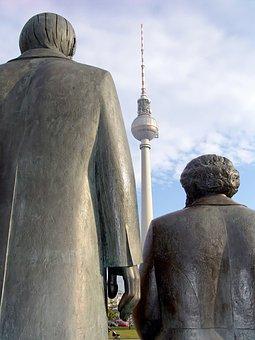 Karl Marx, Friedrich Engels, Fernsehturm