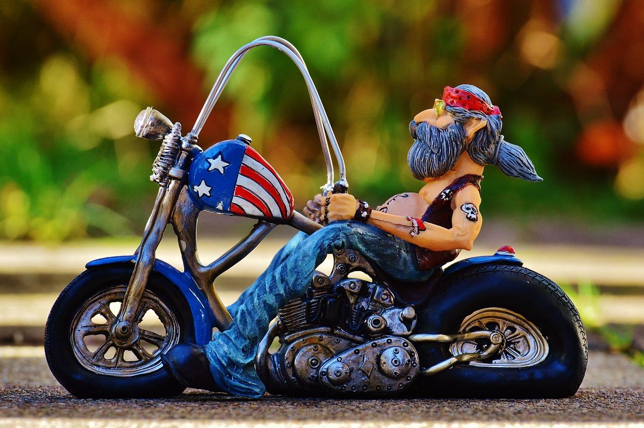 Мир сказок, открытка с мотоциклистом