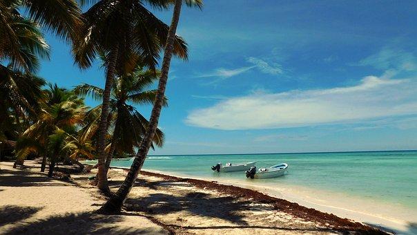 Hotel BARRA DE POTOSI Ixtapa, Playa con arena y dos barcas