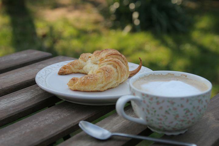 Frühstück, Gipfeli, Kaffee, Garten