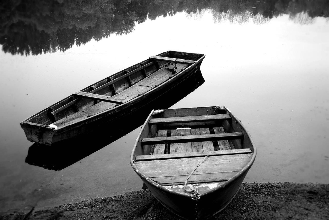 лодки Фото со стоков и изображения