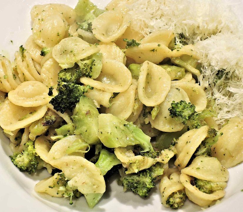Pasta, Orecchiette, Broccoli, Acciughe, Parmigiano