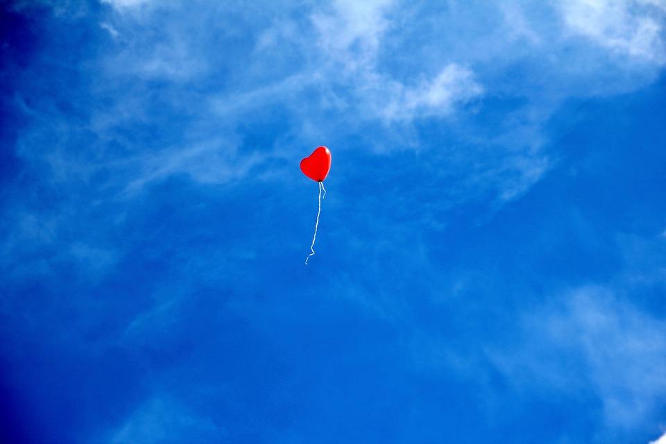中心部, バルーン, 空, 愛, 赤い風船, ハートバルーン, フローティング, 飛行, ロマンチック