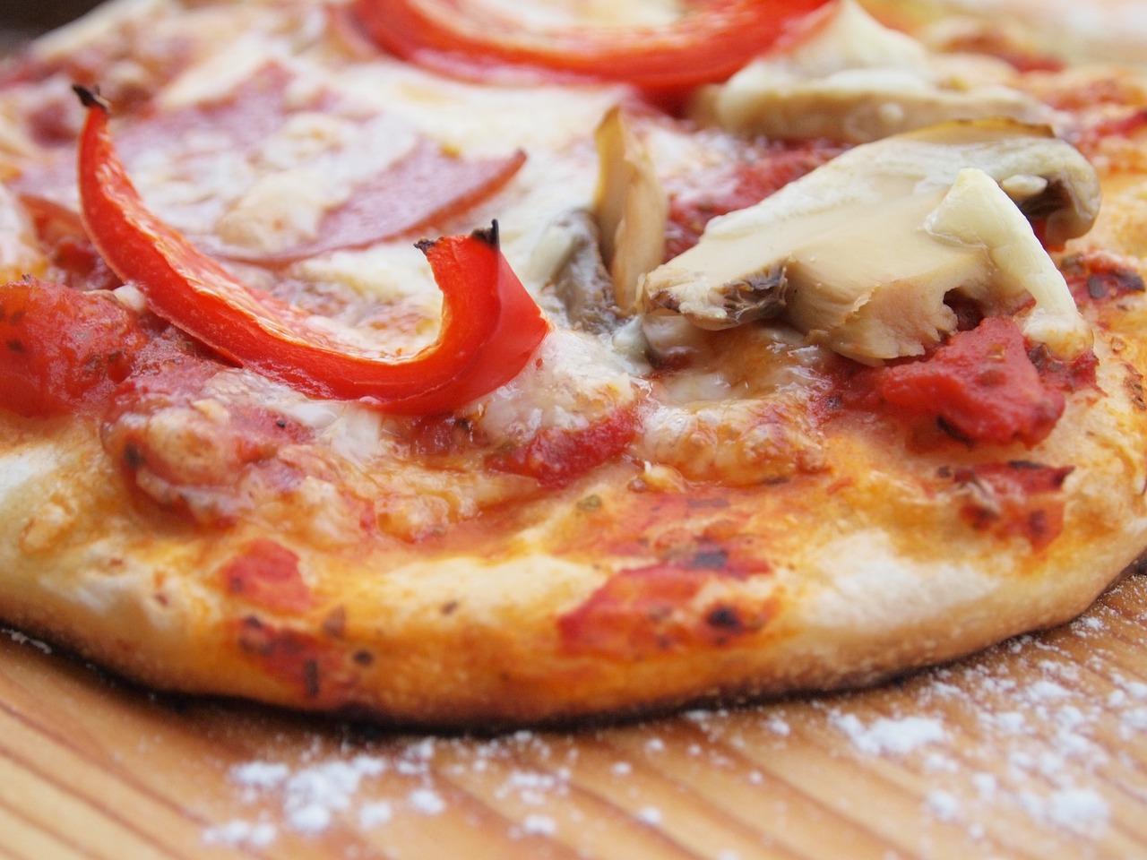 Пицца с грибами и сыром и помидорами рецепт пошаговый