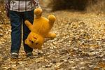 dziecko, miś, jesień