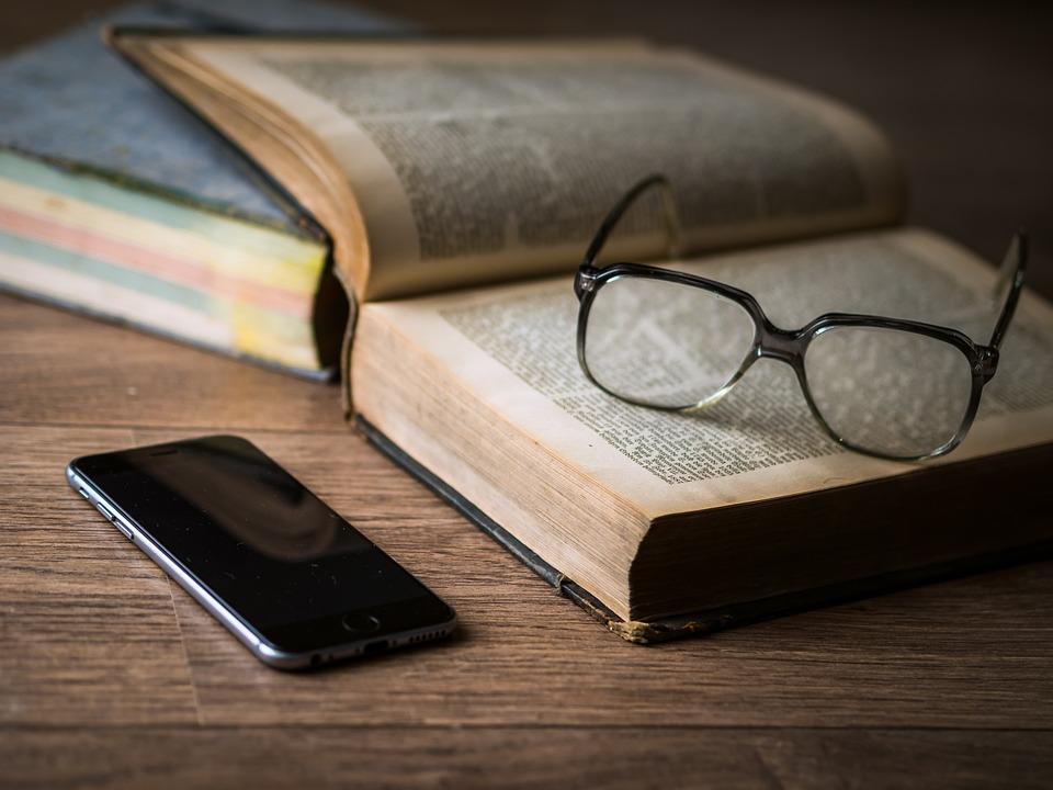 Briller, Bok, Telefon, Iphone, Smartphone, Mobiltelefon