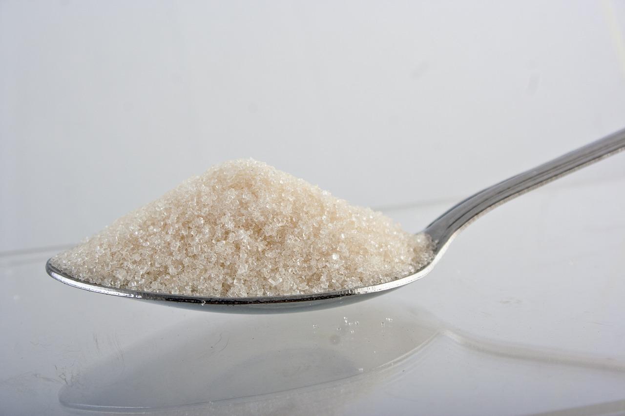 エナジードリンクの主な成分のひとつは砂糖類