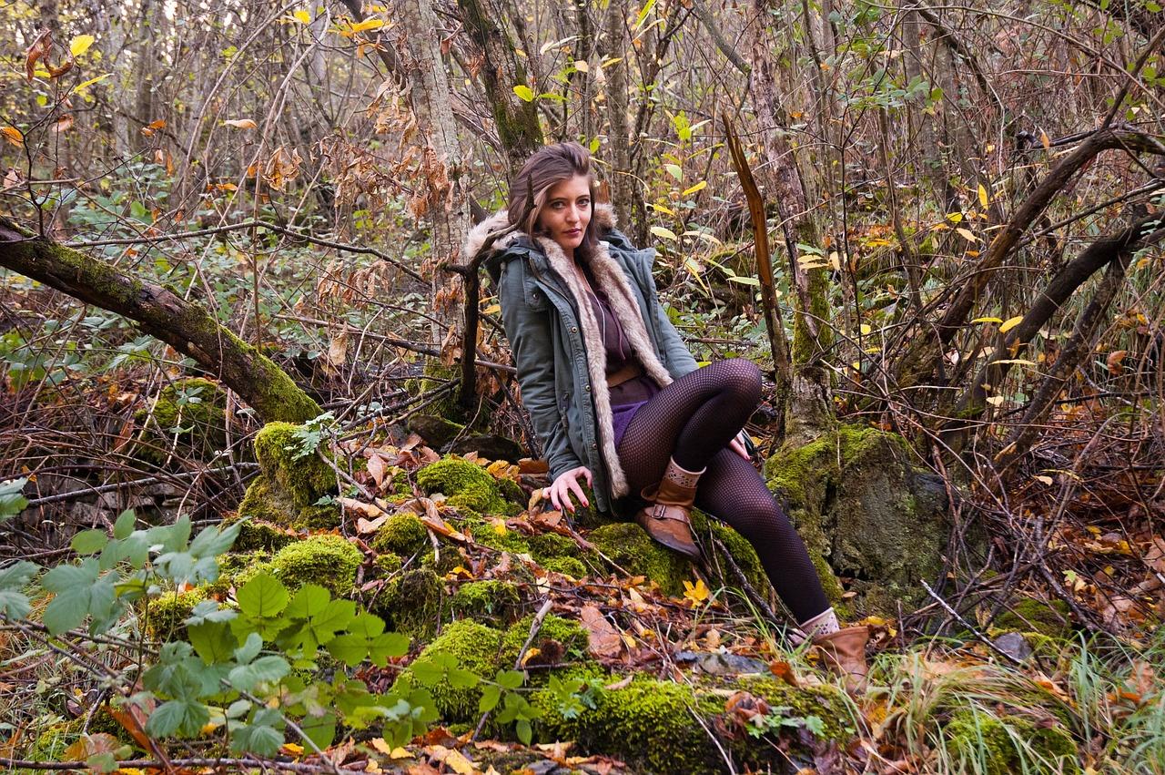 Фото человека в лесу