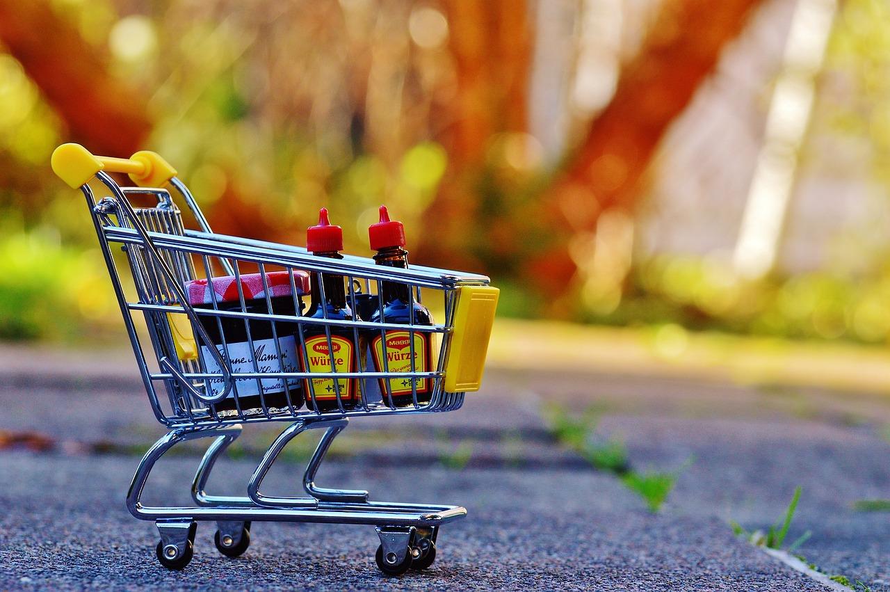 https://cdn.pixabay.com/photo/2015/12/07/14/09/shopping-cart-1080835_1280.jpg