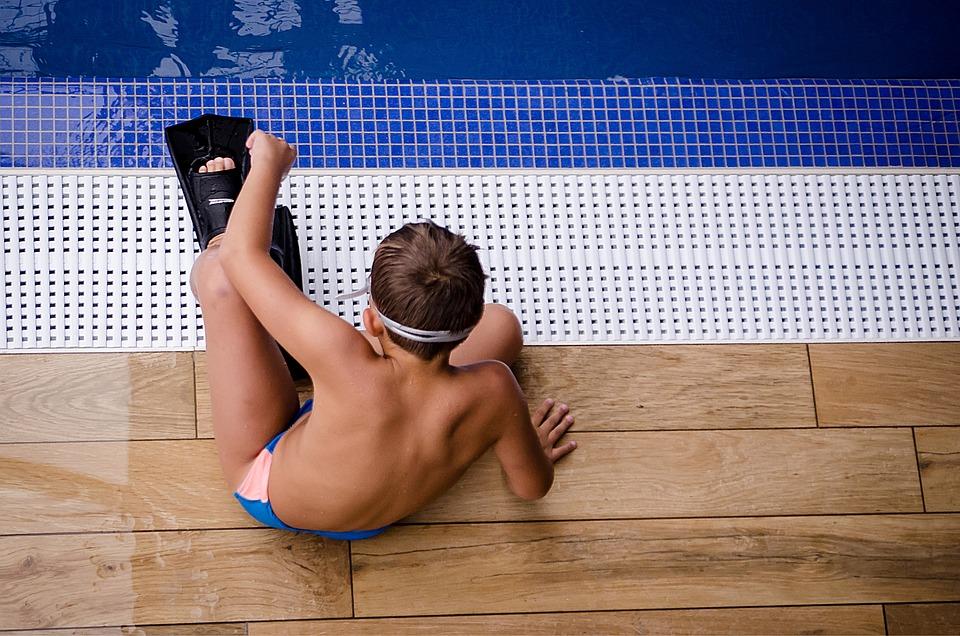 Kaluž, Chlapec, Dítě, Ploutve, Plavání, Muž, Voda