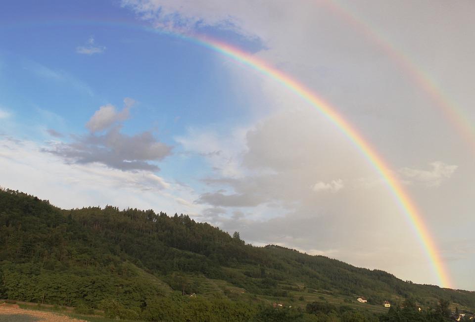 虹, 霧, 晴れ渡った空, 二重の虹, 青, 白, 緑, 自然現象, 自然の光景, 空, 雲, 覆われた空