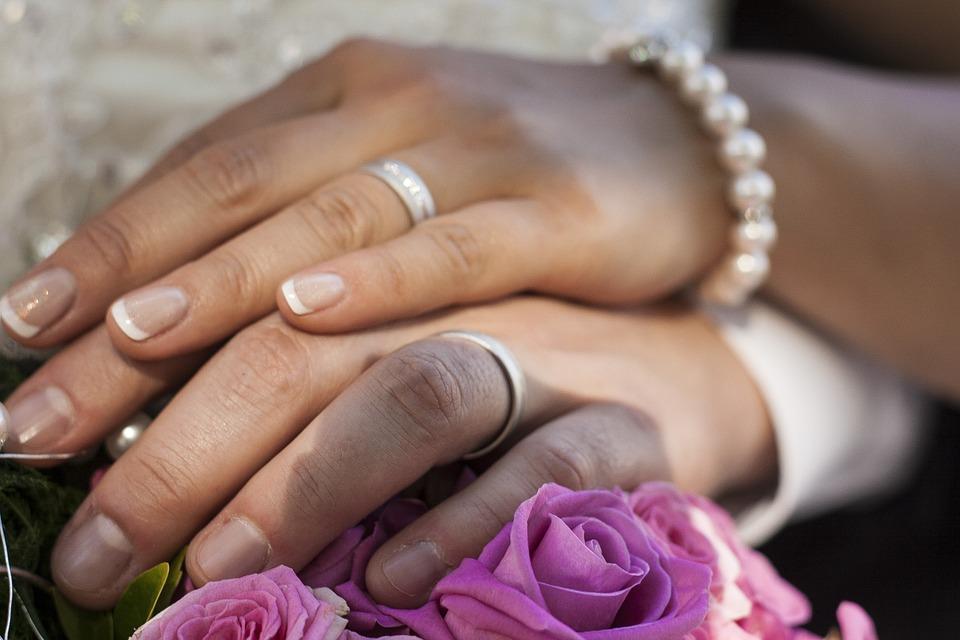 Hochzeit Ringe Hande Kostenloses Foto Auf Pixabay