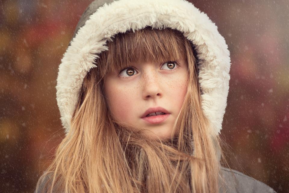 人, 人間, 女性, 女の子, 顔, かなり, 長い髪, 帽子, フード, 冬, 外, 雪, 肖像画