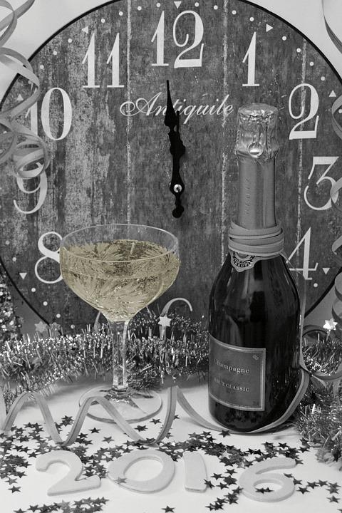 ny års hälsningar Nyårsafton Nyårshälsningar Klocka · Gratis foto på Pixabay ny års hälsningar