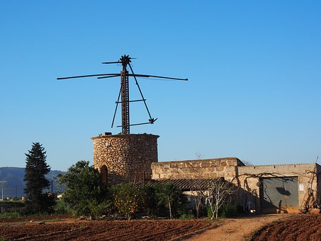 Eine verfallene Mühle