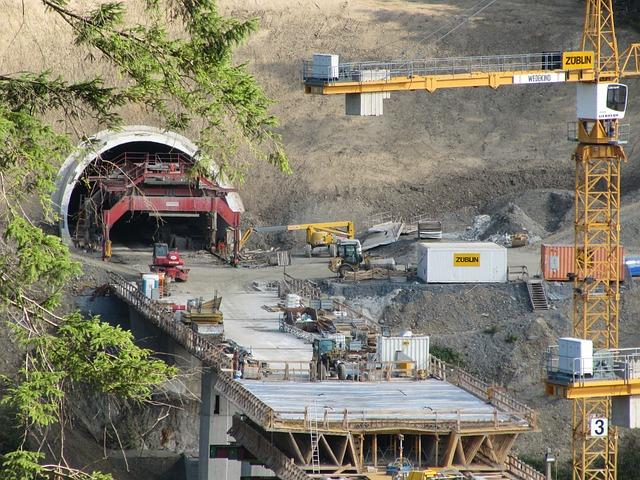 Photo gratuite chantier de construction de tunnel image for Construction de tunnel
