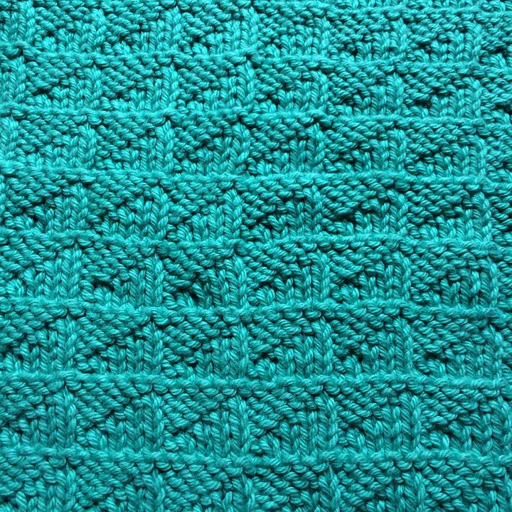 knitted fabric Problem to be solved: to provide knitted fabric which contains elastic yarn, in which temperature of the knitted fabric rises instantaneously in stretching to improve.