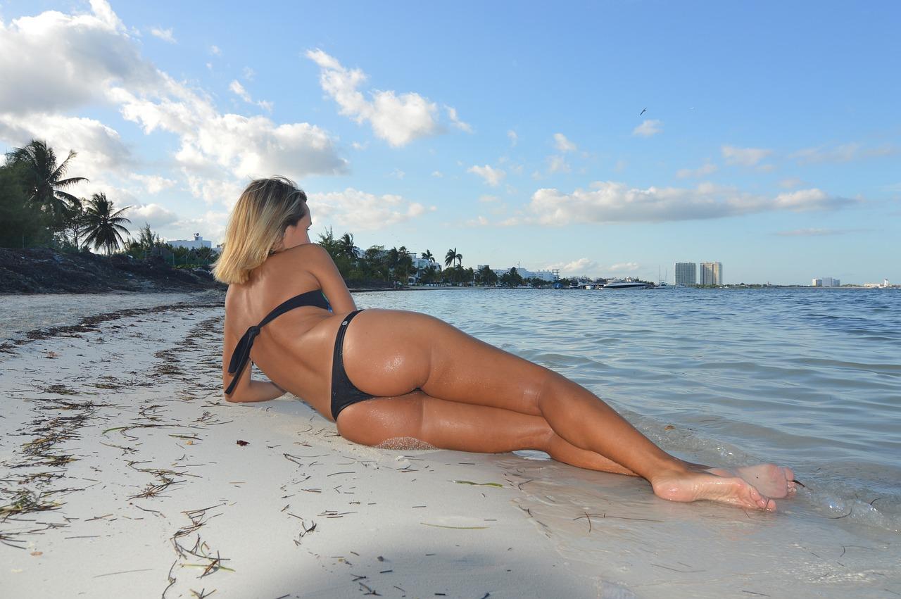 Порно видео онлайн: На пляжеЧастное