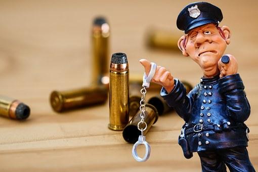警察, 犯罪のシーン, カートリッジ, ピストル, 撮影, 手錠, 逮捕