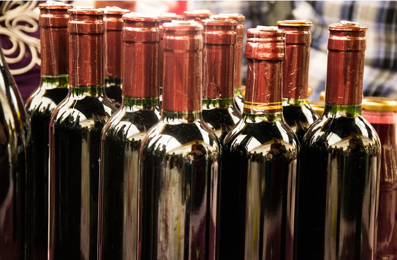 картинки вина в бутылке дома оформить все правильно