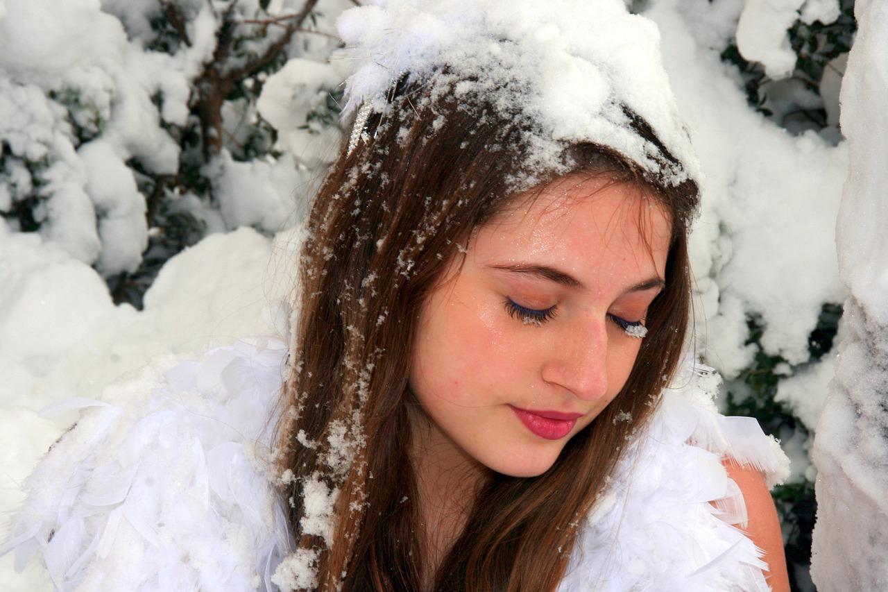 Красивые девушки на снегу