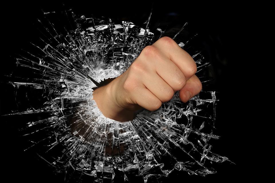 拳, 強, 怒り, 涙, そよ風, 壊れた, 破壊, 壊した, 手, 力, ガラス, ガラスの破片