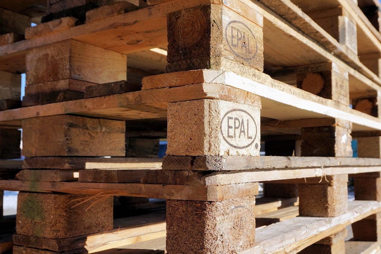 Peletten aus Holz mit einer EPAL-Kennzeichnung