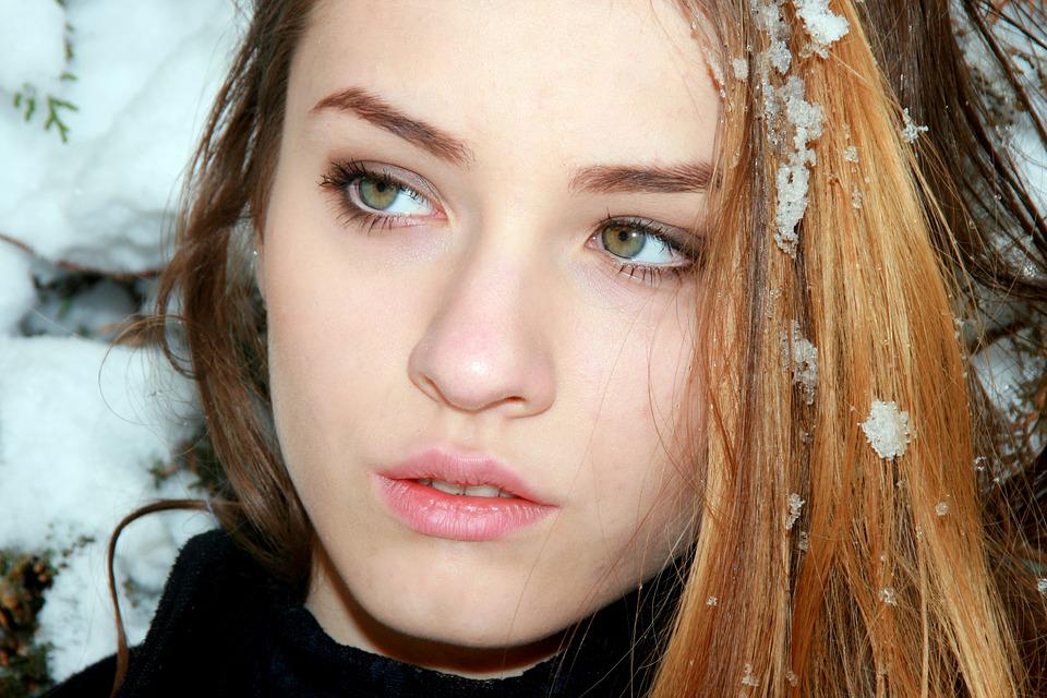 baby girl with green eyes and brown hair