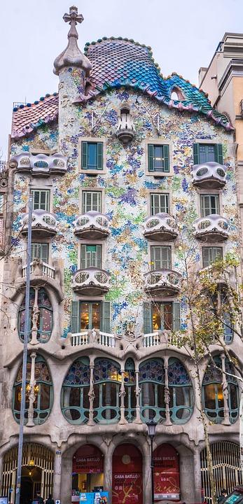 ガウディ 家 スペイン · Pixabay...