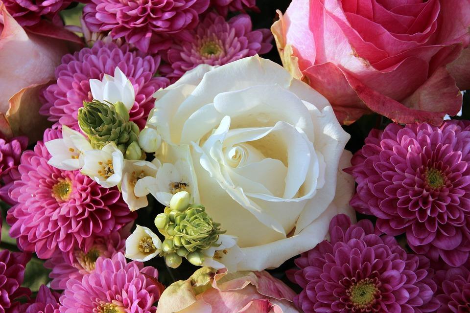 kostenloses foto blumenstrau weisse rose bl ten kostenloses bild auf pixabay 1166157. Black Bedroom Furniture Sets. Home Design Ideas