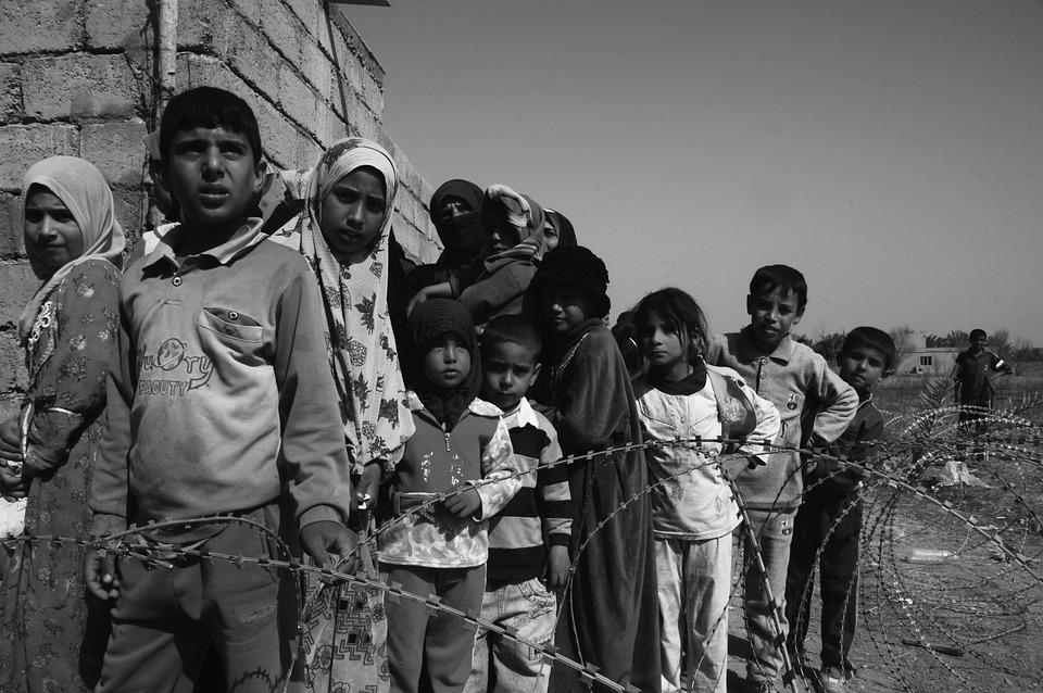 Dzieci Wojny, Głód, Smutek, Kolejka W Kolejce