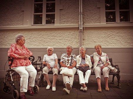 年金受給者, 内部の退職者, 年齢, 残り, 銀行, 座る, リラックス, 休憩