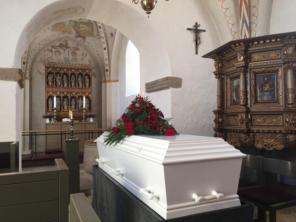 Trumna, Pogrzeb, Kościół
