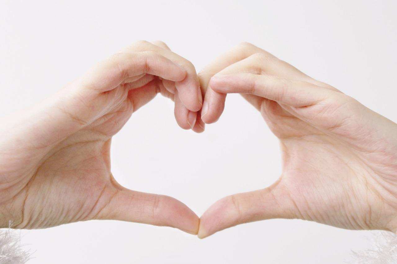 картинки сердца руками и пальцами этом