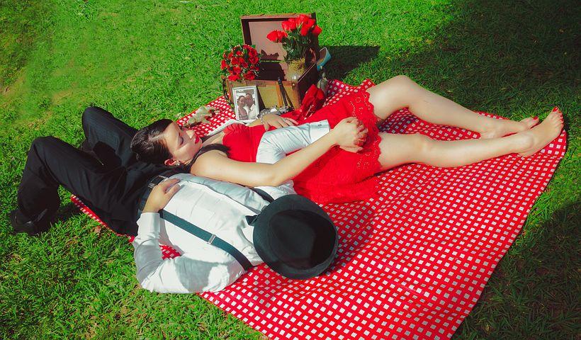 couple-1183301__480.jpg