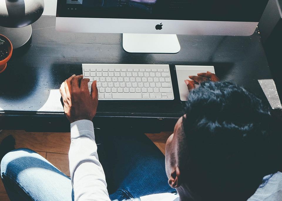 ネットワークエンジニアとしての仕事内容と年収|未経験からの転職方法