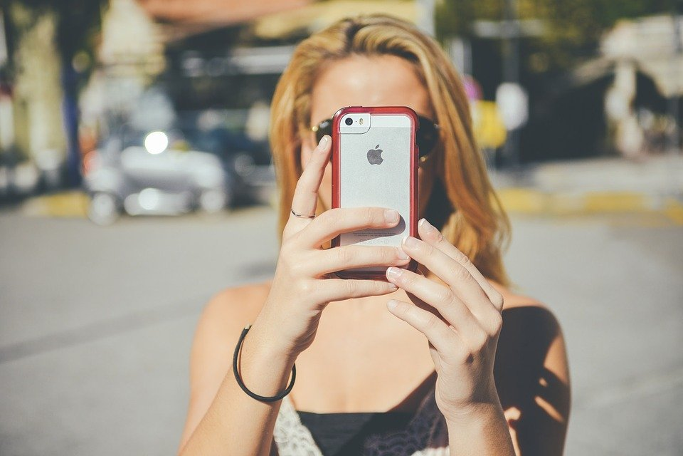女の子, スマート フォン, Iphone, 写真を撮る, 若い女性, 金髪, 電話, 女性, 技術